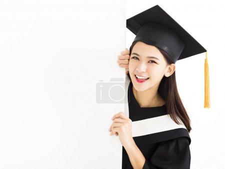 研究生女孩显示空白帖板