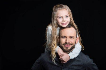微笑着父亲和女儿