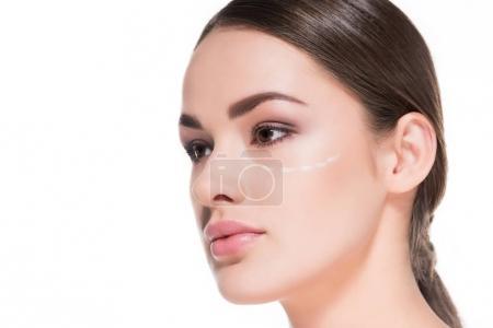 特写镜头的美丽的年轻女子与虚线在脸上孤立的白色