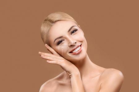 完美肌肤的女人