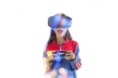 小女孩与虚拟现实眼镜举行操纵杆