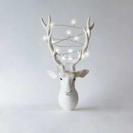 带鹿角的圣诞驯鹿头